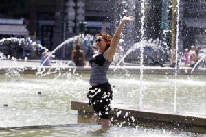Italian-Flashcard-studying-American rende asino di auto a Milano fontana.